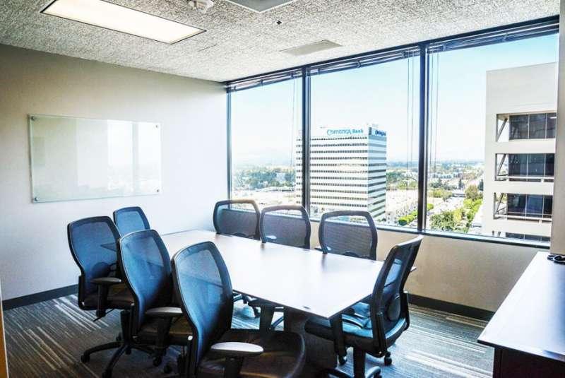 Stylish Sherman Oaks Meeting Room