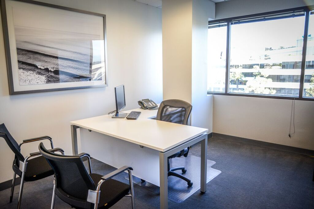 Nice Conference and Meeting Rooms in Manhattan Beach