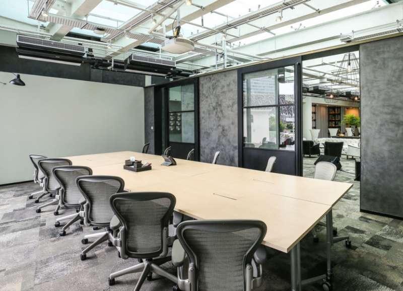Stylish Singapore Meeting Room