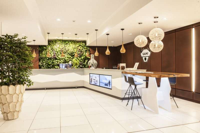 Brussels Live Receptionist and Business Address Lobby