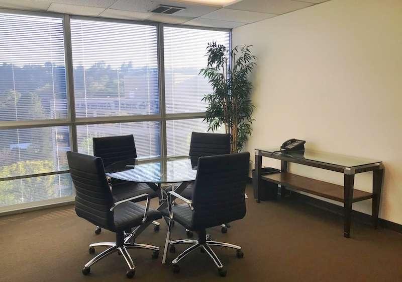 Stylish Encino Meeting Room