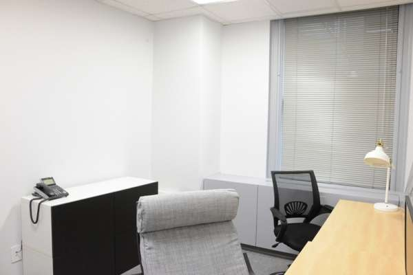 Temporary New York Office - Meeting Room