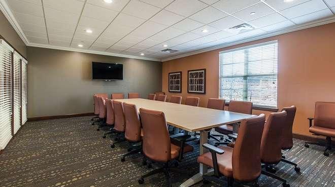 Edmond Virtual Office Space - Comfortable Commons Area