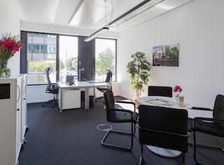 Hamburg Virtual Office Space - Comfortable Commons Area