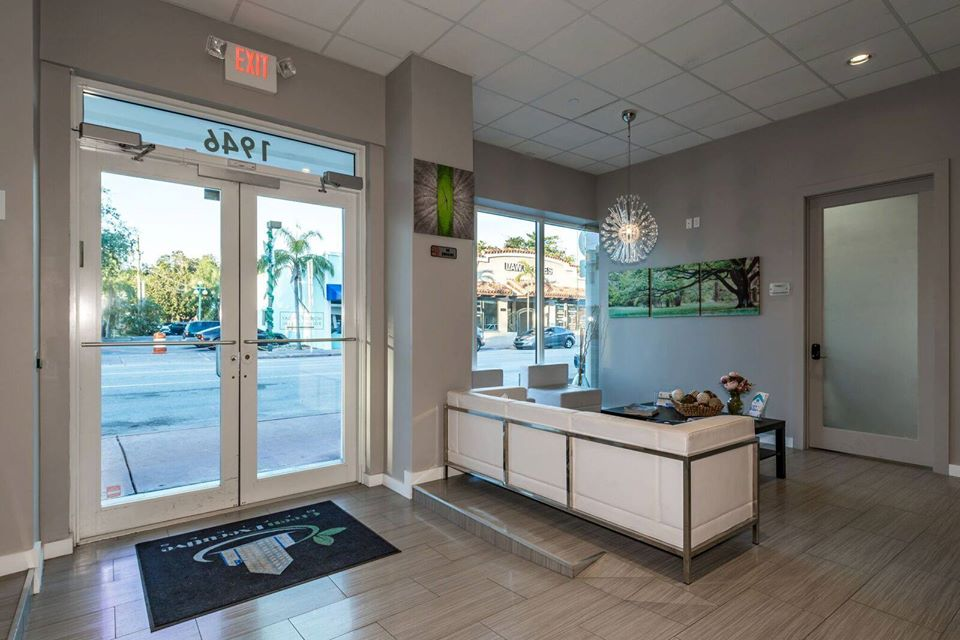 Hollywood Live Receptionist and Business Address Lobby