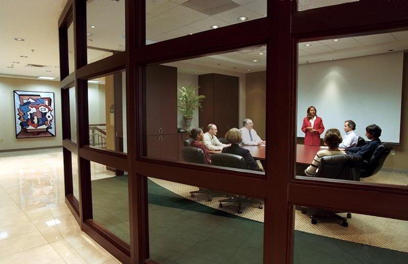 Stylish Memphis Meeting Room