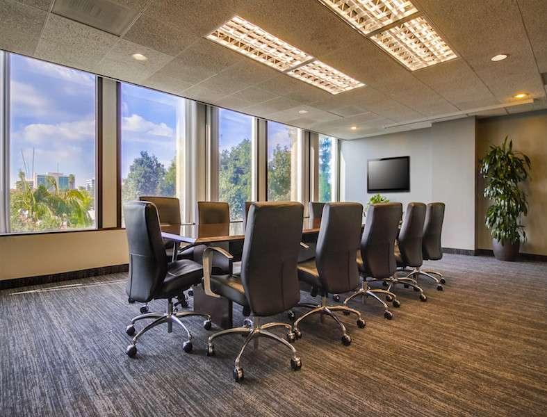 Stylish Pasadena Meeting Room