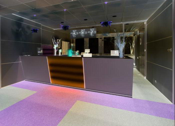 Rennes Live Receptionist and Business Address Lobby