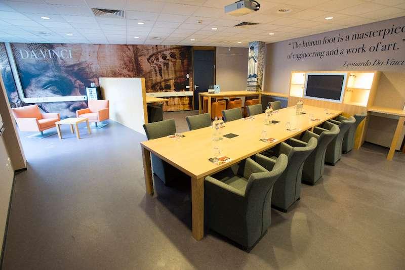 Rijen Busines Address - Lounge Area