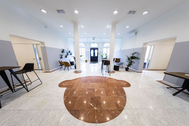 Rotterdam Live Receptionist and Business Address Lobby