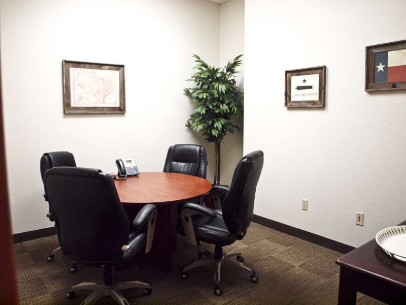 Stylish Round Rock Meeting Room