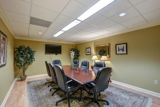 Stylish Snellville Meeting Room