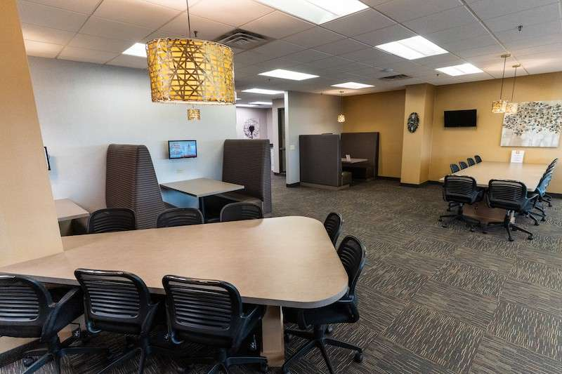 St. Louis Park Virtual Office Space - Comfortable Commons Area