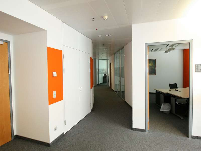Vienna Virtual Office Space - Comfortable Commons Area