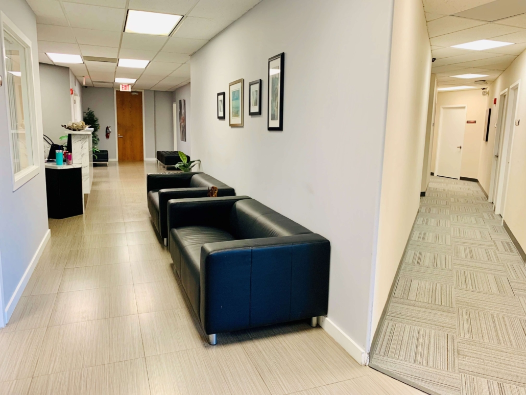 Hollywood Virtual Office Space - Comfortable Commons Area