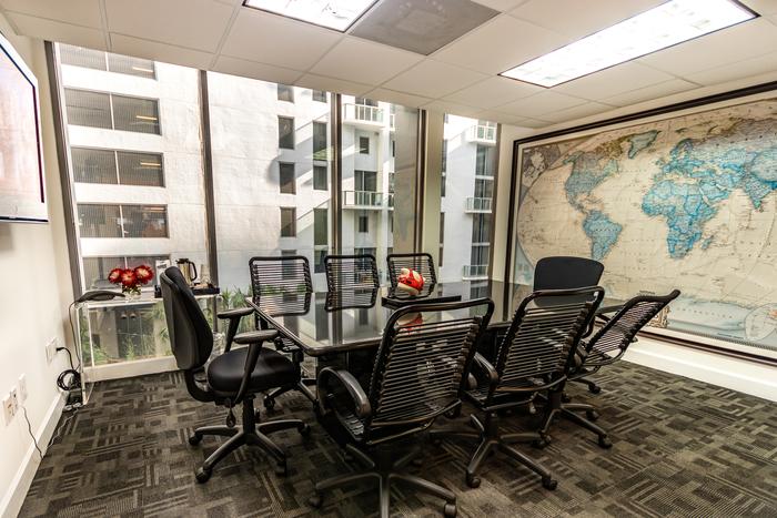 Stylish Miami Meeting Room