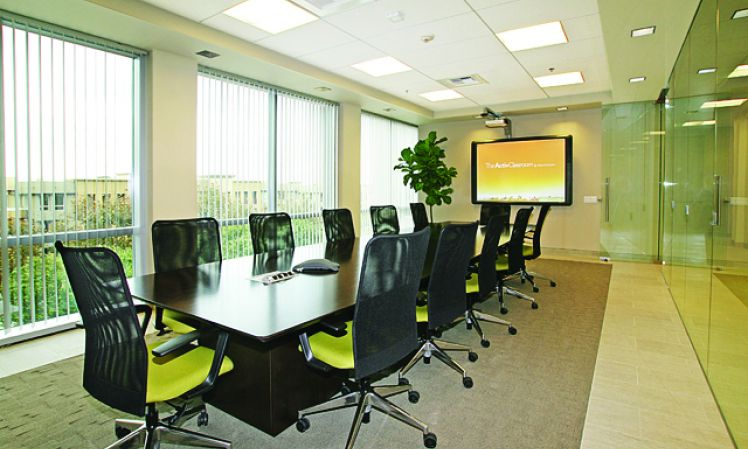Stylish Aliso Viejo Meeting Room